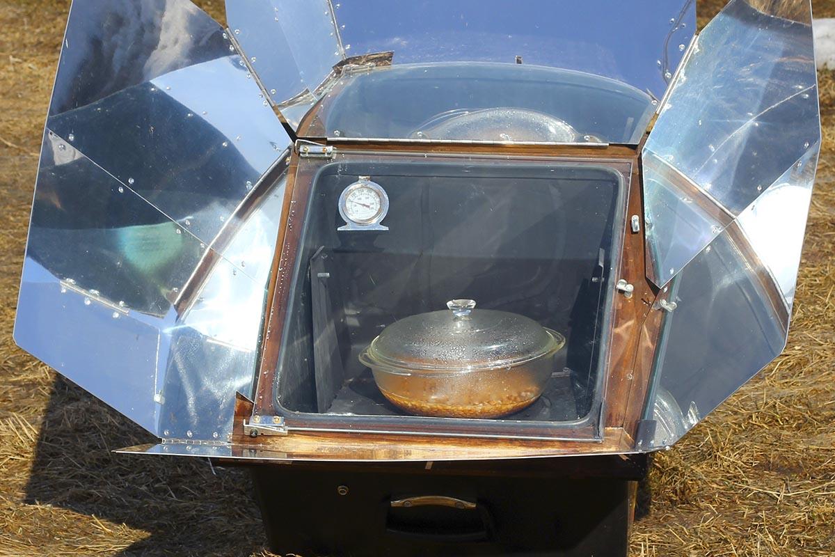 Simple Homemade Solar Panel Cooker
